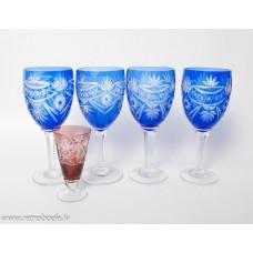 4. gab. Zila stikla vīna glāzes uz kājas, Roku darbs