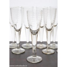 9. gab. Stikla degvīna glāzes