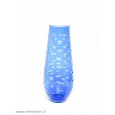 Zila stikla vāze, roku apstrāde