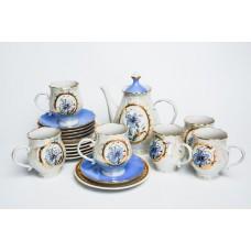 Porcelāna kafijas servīze Duets. 6 personām, tases, apakštases, deserta šķīvji, kafijas kanna