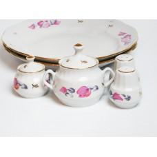 Porcelāna trauku komplekts, 2 servēšanas šķīvji, mērces trauks, sāls, piparu un sinepju trauks, RPR, Rīgas porcelāns