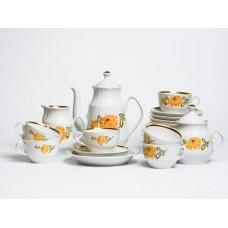Porcelāna kafijas servīze Māra, tases, apakštases, deserta šķīvji, kafijas kanna, krējuma trauks, cukurtrauks