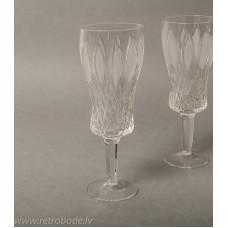 Kristāla šampanieša glāze uz kājas
