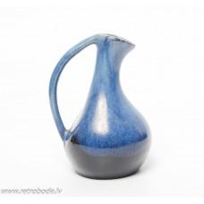 Keramikas vāze ar rokturi