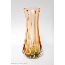 Krāsaina stikla vāze
