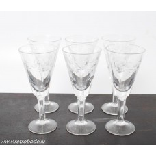 6. gab. Stikla liķiera glāzes, roku apstāde