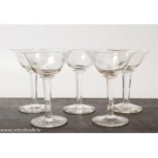 5. gab. Stikla liķiera glāzes, roku apstāde