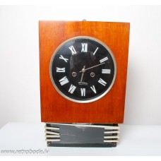 Sienas pulkstenis Jantar