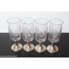 6. gab. Stikla degvīna glāzes uz metāla kājas, PSRS